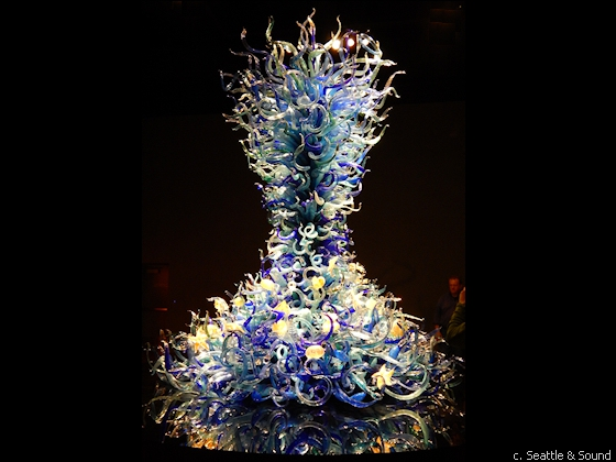 In the Sealife Room, Chihuly interprets various elements of life in the water.